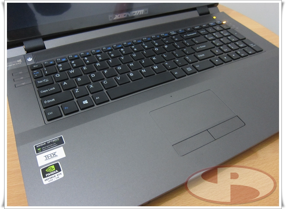 Palm rest extra luas, touchpad dengan multi gesture.