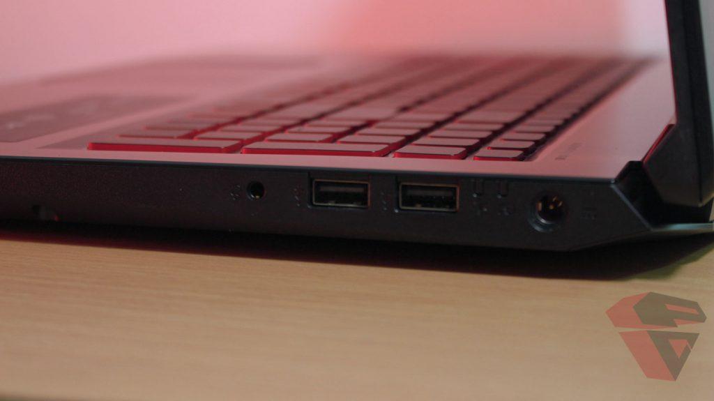 Review Acer Nitro 5 -IO port Right