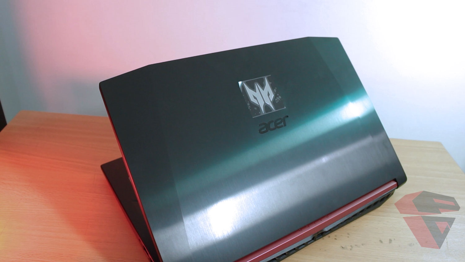 Review Acer Nitro 5 - LCD Cover Design