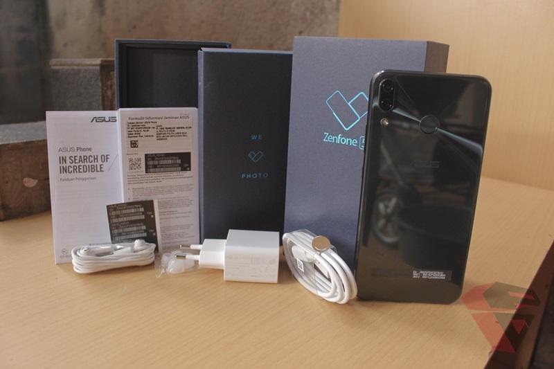 Review Asus Zenfone 5 ZE620KL Sales package