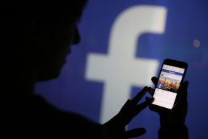 Facebook Mendorong Pengguna untuk Membaca Artikel Berita Sebelum Berbagi Secara Online