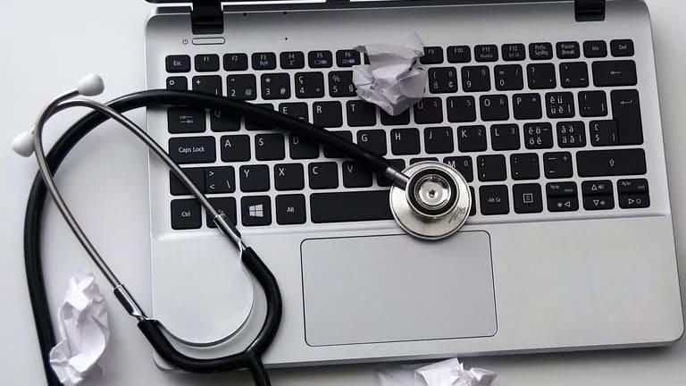 Hindari kebiasaan penyebab laptop cepat rusak