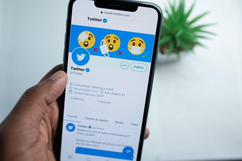 Fitur Twitter Blue diberendol sekitar Rp 49.000 per bulan.
