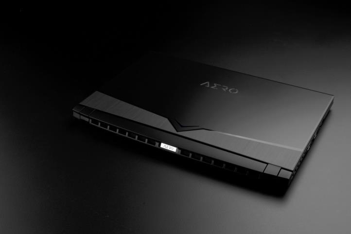Gigsbyte Aero 15, laptop desain grafis terbaik 2021