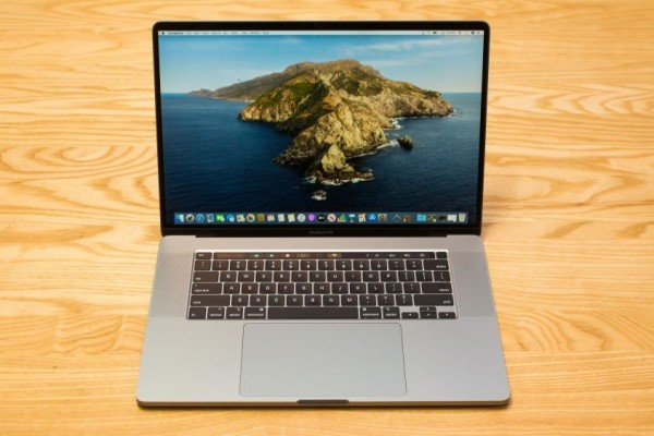 MacBook Pro 16, laptop desain grafis terbaik 2021